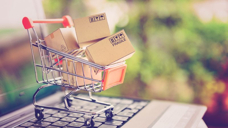 5 Things A Person Should Consider While Shopping Online!